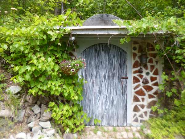 Cordwood Walled Earth Sheltered Root Cellar, Glory Be.